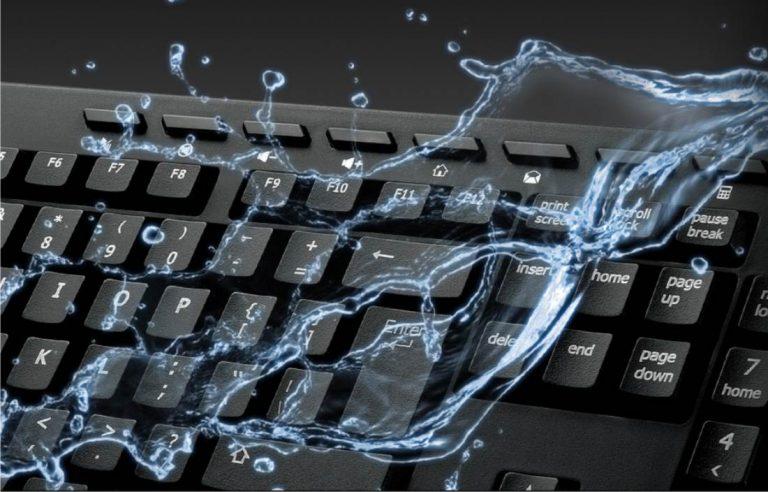 arreglar ordenador portátil mojado